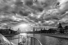 Rotes Quadrat und Moskau-Flussschwarzweiss-Bild stockbild