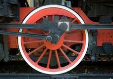 Rotes Rad des alten Dampfzugs Stockfotografie