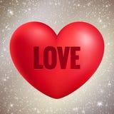 Rotes realistisches Herz mit Liebestext auf glänzendem Funkelnhintergrund, Valentinstaggrußkarte Stockbild
