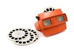 Rotes Retro- Stereoskop lokalisiert mit Spulen auf weißem Hintergrund Lizenzfreies Stockbild