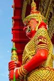 Rotes riesiges und goldenes Kleid Stockfoto