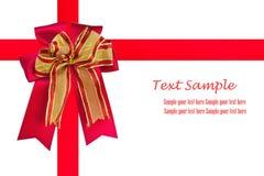 Rotes Satinfarbband und Geschenkbogenisolat Stockfoto