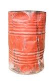 Rotes schmutziges rostiges und schädigendes Ölfass Stockfotos