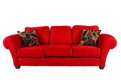 Rotes Sofa mit modernen Kissen Stockfotos