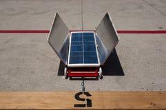 Rotes Solarauto, Weg 5 Lizenzfreie Stockfotografie