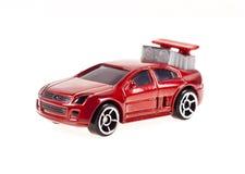 Rotes Spielzeugauto auf dem weißen Hintergrund Stockfotos
