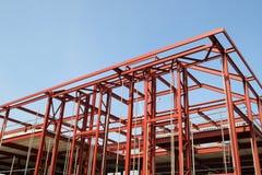 Rotes Stahlgebäude fram Stockbild