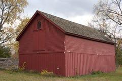 Rotes Stall-Gebäude Stockfotos