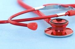 Rotes Stethoskop Lizenzfreies Stockfoto