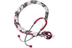 Rotes Stethoskop und Band stockfotos