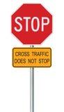 Rotes Stoppschild, lokalisiertes Verkehr regelndes warnendes Signage-Achteck, Metallpfosten Stockfotografie