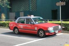 Rotes Taxi in Hong Kong Stockbilder