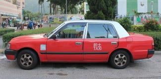 Rotes Taxi in Hong Kong stockfotos
