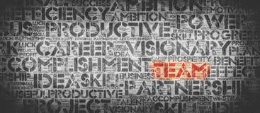 Rotes TEAM-Wort umgeben durch berufliche Wörter stockfotografie
