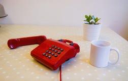 Rotes Telefon Lizenzfreie Stockbilder