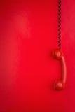 Rotes Telefonhängen stockfotos