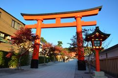 Rotes Torii in Kyoto lizenzfreies stockbild