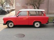 Rotes Trabant-Auto stockfotos