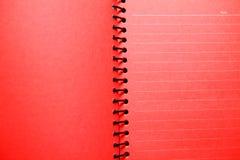 Rotes unbelegtes Notizbuch Stockfotos