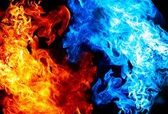 Rotes und blaues Feuer Stockfoto