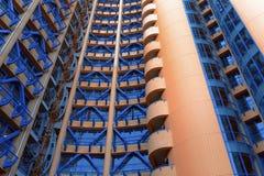 Rotes und blaues Gebäude Stockfotografie
