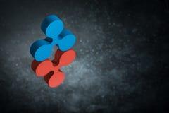 Rotes und blaues Kräuselungs-Währungszeichen in der Spiegel-Reflexion auf dunklem Dusty Background stockbilder