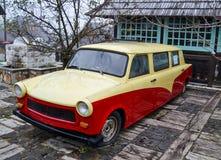 Rotes und gelbes Auto Lizenzfreie Stockfotos