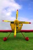 Rotes und gelbes Flugzeug Stockbilder