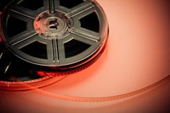 Rotes und schwarzes Filmbandspulekonzept Lizenzfreie Stockbilder