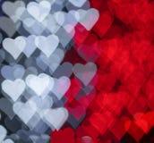 Rotes und weißes Herzen bokeh als Hintergrund Stockfotos