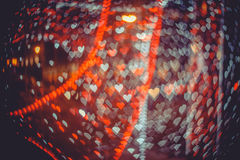Rotes und weißes Herzen bokeh in der dunklen Beschaffenheit für Gebrauch im Grafikdesign Stockfotografie