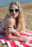 Rotes, weißes und blaues Strand-Mädchen Stockfotografie