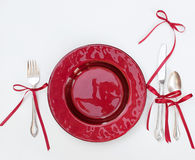 Rotes Weihnachtsgedeck mit Bögen Stockfotografie