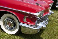 Rotes Weinlese-Auto Stockbild