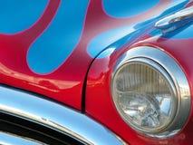 Rotes Weinlese-Auto Stockfotografie