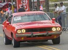 Rotes Weinlese-Auto auf Parade Lizenzfreies Stockfoto