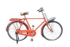 Rotes Weinlesefahrrad lokalisiert auf Weiß Stockfotos