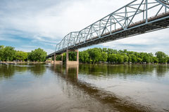 Rotes Wing Bridge über dem Missippi-Fluss stockfoto
