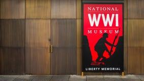 Rotes Zeichen - nationales Museum des Ersten Weltkrieges in Kansas City stockfotografie