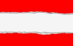 Rotes zerrissenes Papier auf weißem Hintergrund Stockfotografie