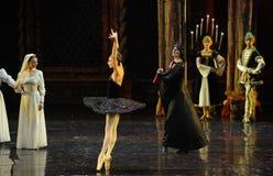 Rothbart a également apporté à son prince d'Ogi Liya-The de fille le lac adulte swan de cérémonie-ballet Photo libre de droits