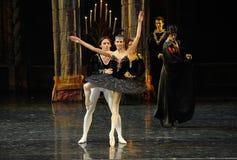 Rothbart a également apporté à son prince d'Ogi Liya-The de fille le lac adulte swan de cérémonie-ballet Photos stock