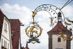 ROTHENBURG, GERMANY/EUROPE - 9月26日:旅馆垂悬的标志我 库存图片