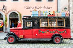 ROTHENBURG, DEUTSCHLAND - 24. OKTOBER 2017: Der berühmte Weihnachtsspeicher mit seinem Museum ist das ganze Jahr lang offen und z Lizenzfreies Stockfoto