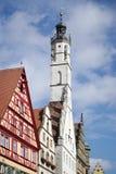 ROTHENBURG GERMANY/EUROPE - SEPTEMBER 26: Gammalt klockatorn i R arkivbild