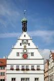 ROTHENBURG GERMANY/EUROPE - SEPTEMBER 26: Gammalt klockatorn i R royaltyfria foton