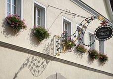 ROTHENBURG GERMANY/EUROPE - SEPTEMBER 26: Hotell Goldener Hirsc arkivfoton