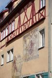 ROTHENBURG GERMANY/EUROPE - SEPTEMBER 26: Väggmålning på ett färgglat Royaltyfri Bild