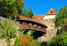 Rothenburg i Tyskland, den gamla träbron arkivbild