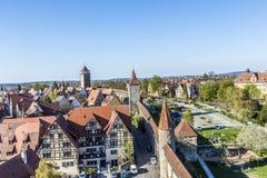 Rothenburg ob der陶伯城市墙壁的人们  库存图片
